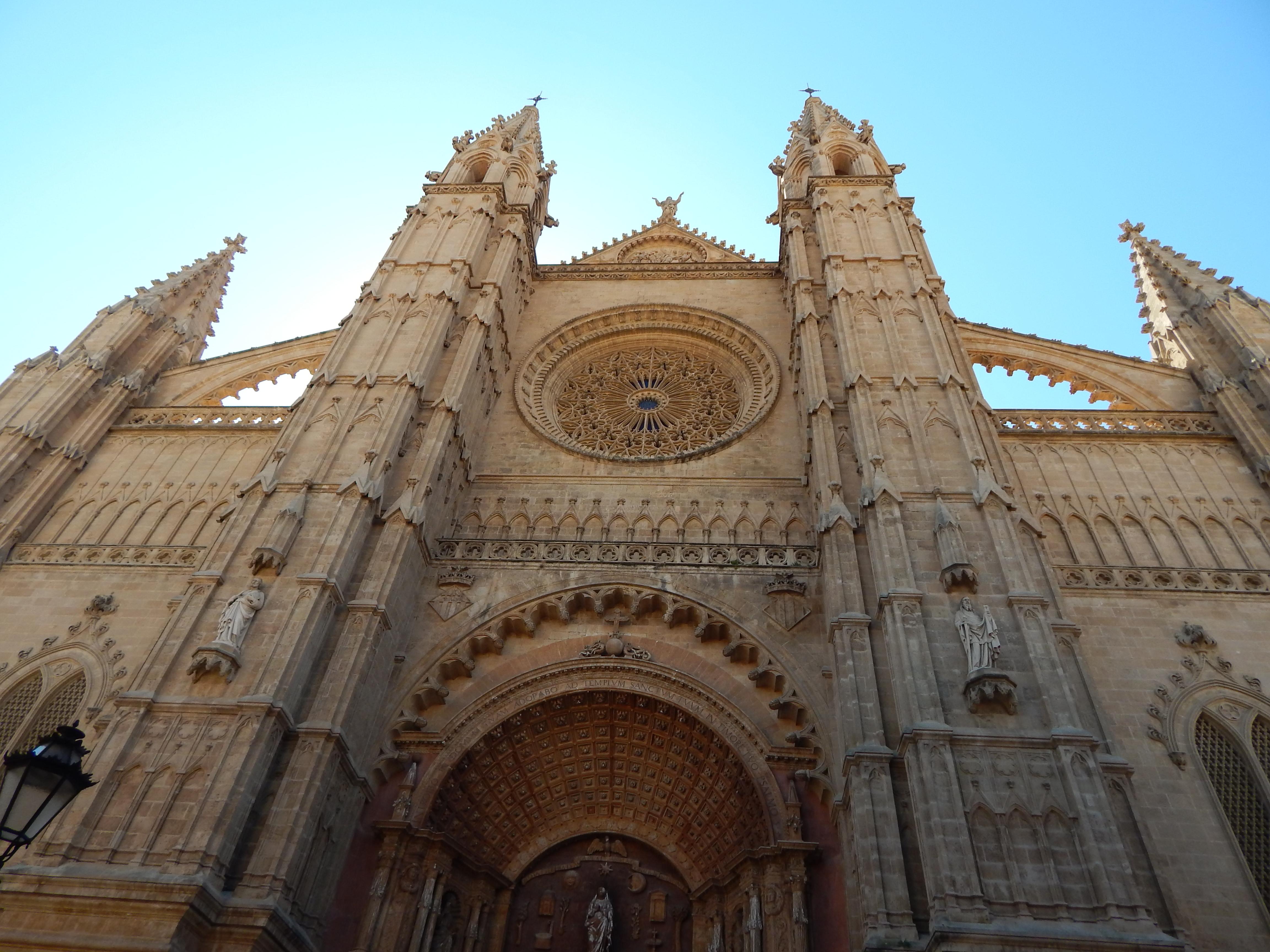 Catedral de Mallorca y castillo de bellver